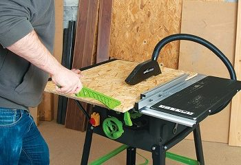 Safely using table saw