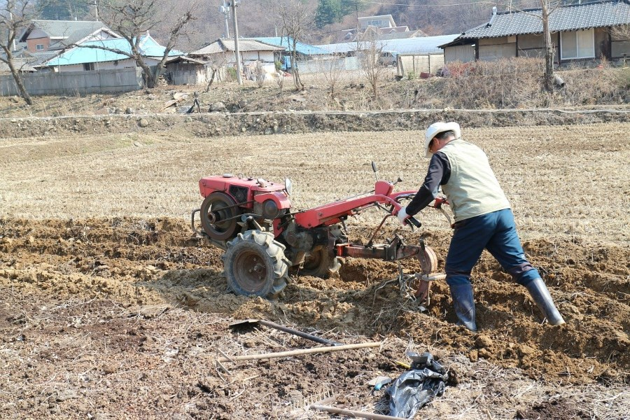 Large tilling machine